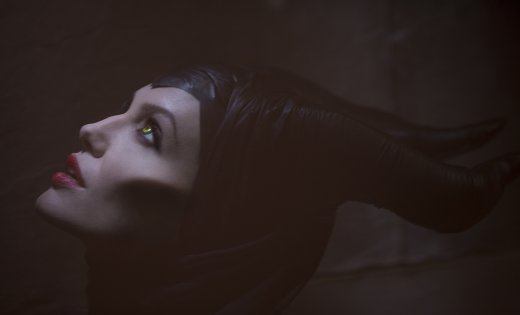 maleficent-movie-image-angelina-jolie.jpg