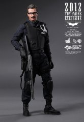 Hot Toys - Lt. Jim Gordon Collectible Figurine (S.W.A.T. Suit Version) (2012 Toy Fairs Exclusive)_PR1.jpg