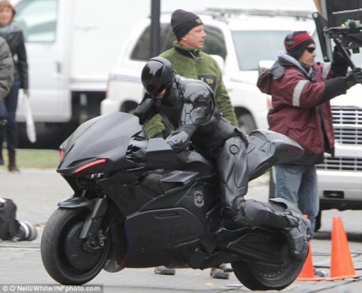 robocop-remake-motorcycle-set-photo-1-600x487.jpg