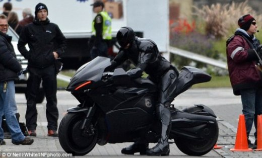 robocop-remake-motorcycle-set-photo-2-600x363.jpg