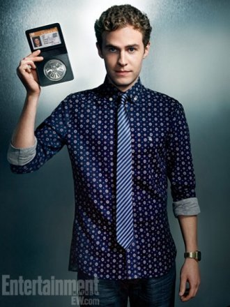 agents-of-shield-iain-de-caestecker2-450x600.jpg