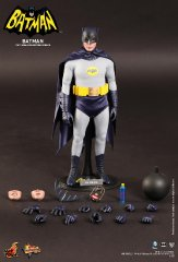 Hot Toys - Batman 1966 - Batman Collectible Figure_18.jpg