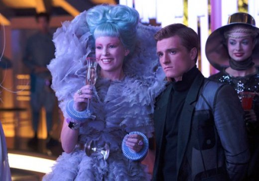 hunger-games-catching-fire-elizabeth-banks-josh-hutcherson-600x421.jpg