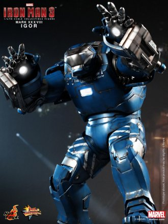 Hot Toys - Iron Man 3 -  Igor (Mark XXXVIII) Collectible Figure_PR7.jpg