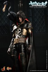 Hot Toys - Space Pirate Captain Harlock - Captain Harlock Collectible Figure_PR5.jpg