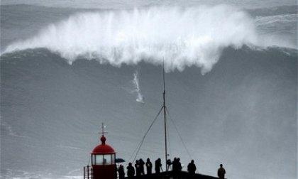 potd-surf-nazare-s_2716677c_feat.jpg