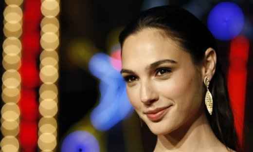 2013-10-Gal-Gadot-wonder woman_feat.jpg