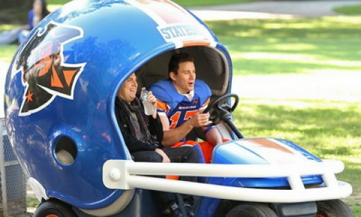 channing-tatum-and-jonah-hill-drive-football-helmet-car-on-set-of-22-jump-street_feat.jpg