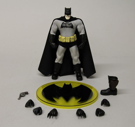 Mezco-6-inch-Dark-Knight-Returns-Batman-Promo-9.jpg