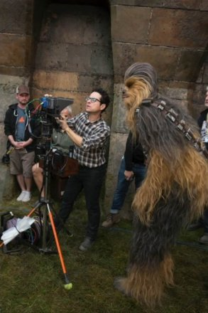star-wars-7-force-awakens-jj-abrams-chewbacca-400x600.jpeg