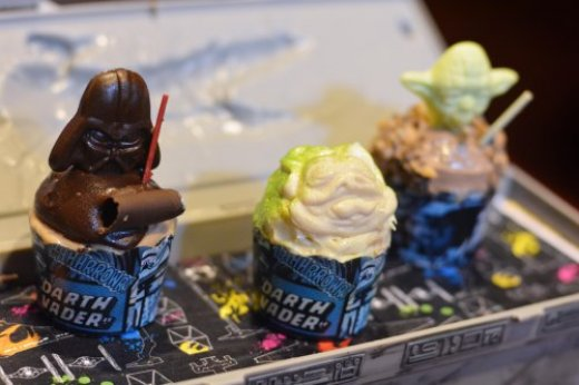 rebel-hangar-trio-of-star-wars-mini-cupcakes.jpg