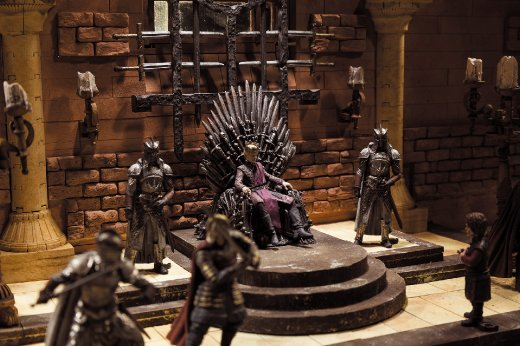 McFarlane-Game-of-Thrones-Iron-Throne-Room-Set-001.jpg