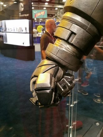 batman-v-superman-armor-comic-con-2015-image.jpg