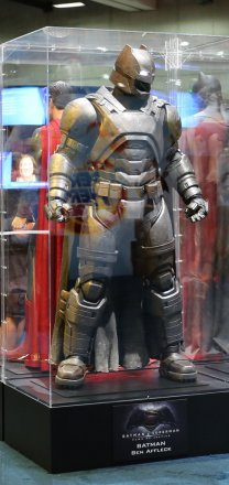 batman-v-superman-armor-comic-con-image.jpg