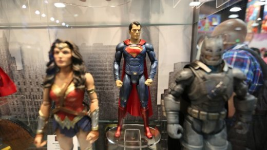 batman-vs-superman-movie-toy-comic-con-2-600x338.jpg