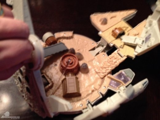 star-wars-the-force-awakens-millennium-falcon-micromachines-playset-080615-011.jpg