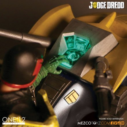 judge_dredd_lawmaster_collective_mezco_2.jpg