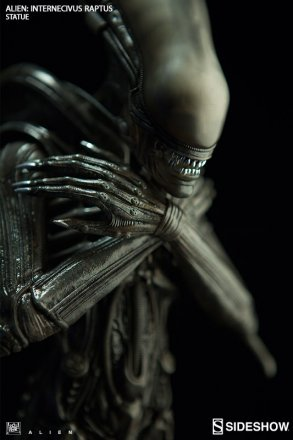 alien-internecivus-raptus-statue-200464-04.jpg