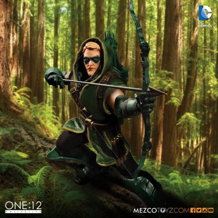 Mezco-Toyz-One-12-DC-Green-Arrow-Promo-1.jpg