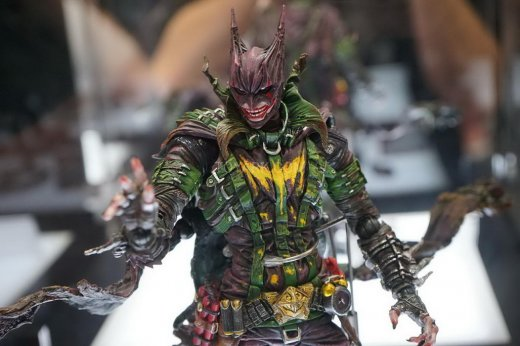 SDCC-2016-Play-Arts-Kai-DC-014.jpg