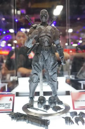 SDCC-2016-Play-Arts-Kai-Marvel-002.jpg