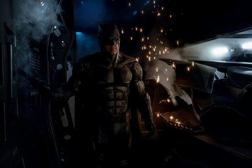 justice_league_batman_suit.jpg