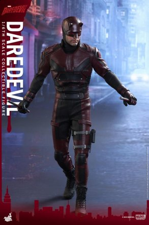 hot-toys-marvel-daredevil-daredevil-collectible-figure_1.jpg