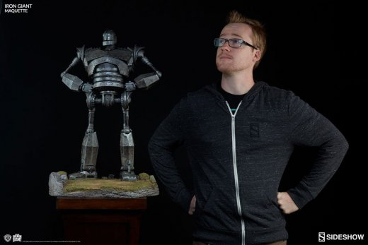 Sideshow_Collectibles_the-iron-giant-maquette-size-comparison.jpg