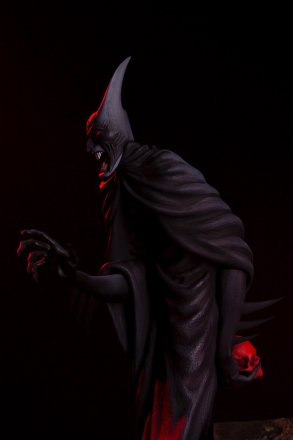 Mondo-Batman-Red-Rain-Statue-side-view.jpg