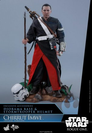 Hot-Toys---Rogue-One-A-Star-Wars-Story---Chirrut-Imwe-Collectible-Figure_PR1(Deluxe-Version).jpg