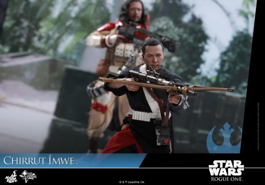 Hot-Toys---Rogue-One-A-Star-Wars-Story---Chirrut-Imwe-Collectible-Figure_PR17.jpg