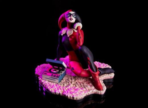 Harley-Quinn-Statue-by-Mondo-003.jpg