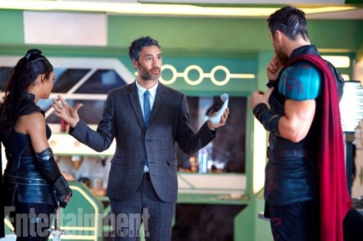 thor-ragnarok-tessa-thompson-taika-waititi-chris-hemsworth-image-600x400.jpg