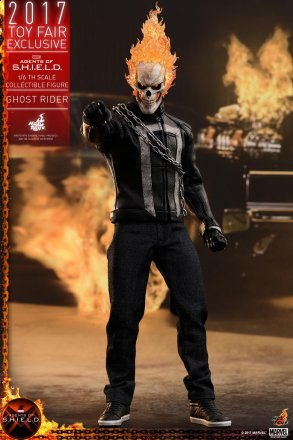 Hot Toys - AOS - Ghost Rider collectible figure_PR1.jpg
