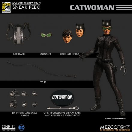 Mezco-SDCC-2017-DC-Comics-Catwoman-One12-Collective-2.jpg