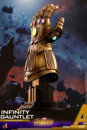 Hot Toys - AIW - Infinity Gauntlet Collectible_PR2.jpg