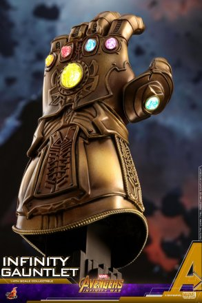 Hot Toys - AIW - Infinity Gauntlet Collectible_PR4.jpg