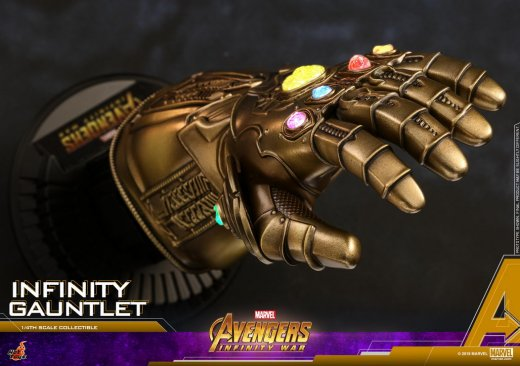 Hot Toys - AIW - Infinity Gauntlet Collectible_PR7.jpg
