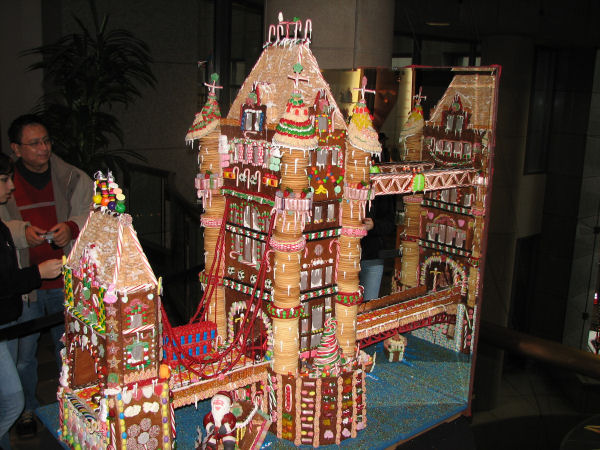 The Coolest Gingerbread House Ever In Haunted Mansion